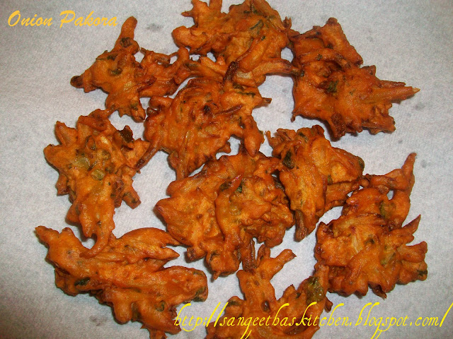 Spicy Treats: Onion Pakora / Onion Fritters