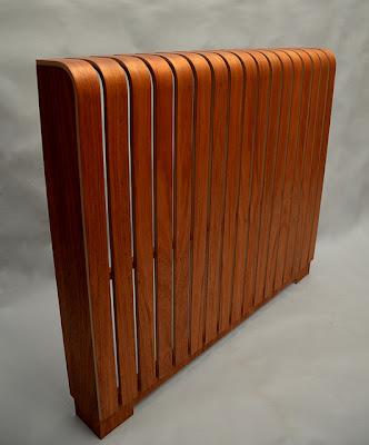 Stylish curved radiator cover