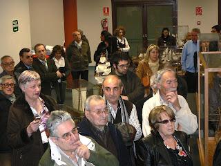 Un nombrós públic acudí a la inauguració de l'exposició a Sant Quirze del Vallès