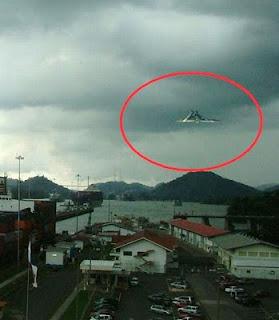http://dayahguci.blogspot.com/2015/10/penampakan-ufo-unidentified-flying.html
