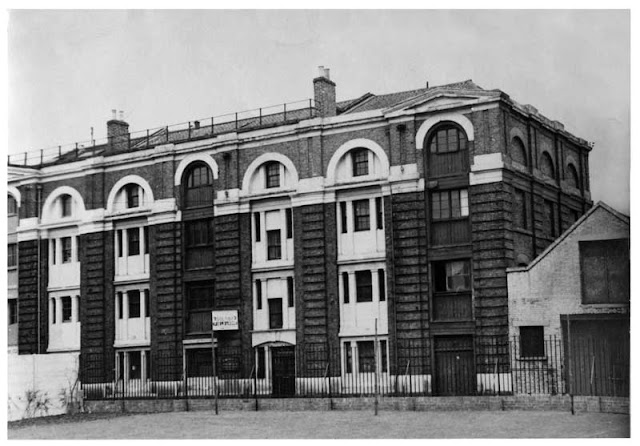 Black and white image c1959 showing 5 & 7 Tanner Street, off Bermondsey St, London SE1