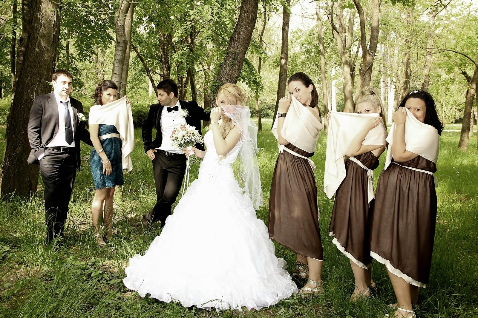 булка и шаферки с кафеви рокли