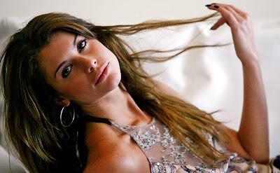 Alinne Moraes-Biografia e fotos