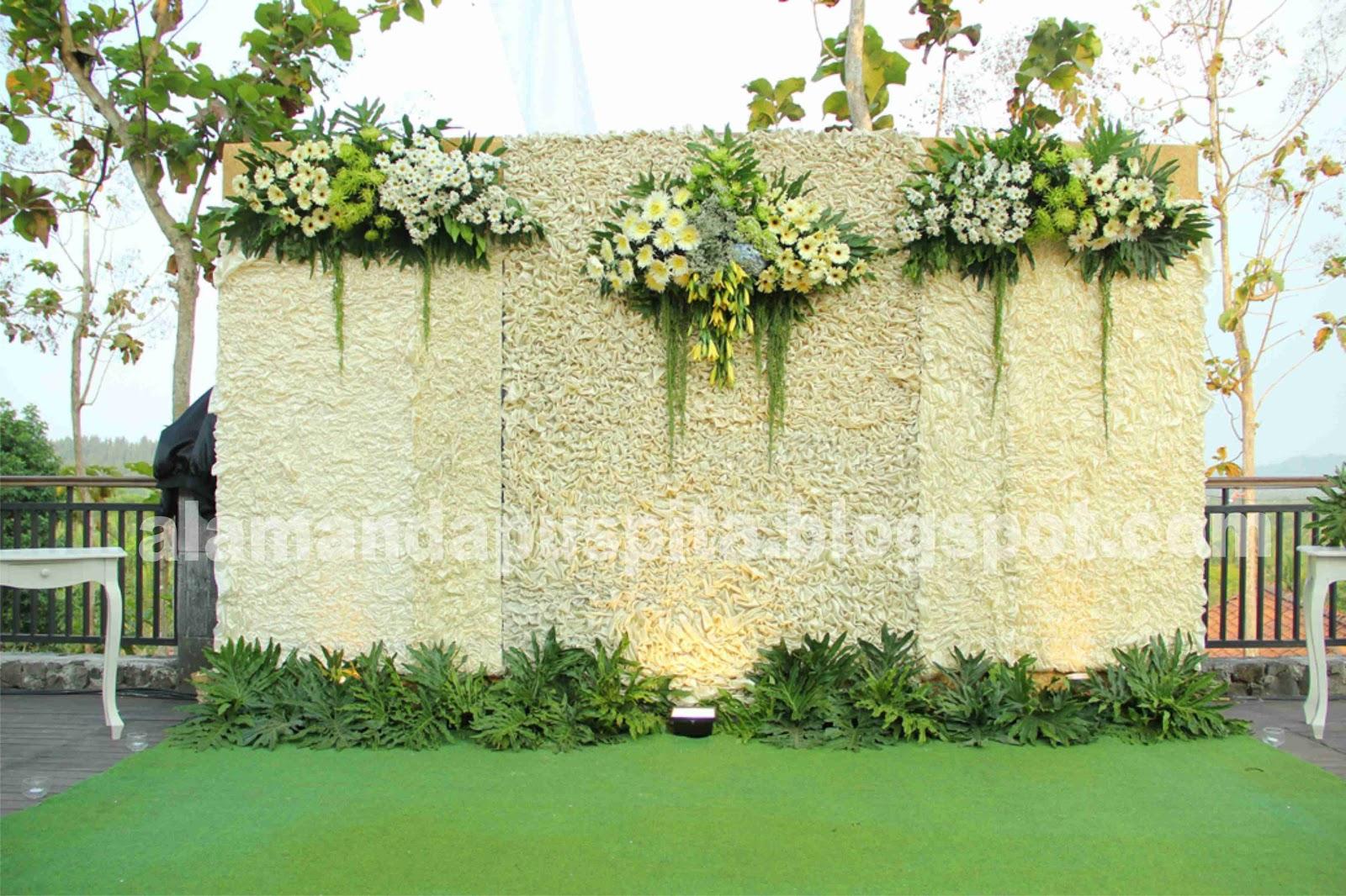 Alamanda Puspita Dekorasi Wedding Outdoor Pelataran Resort Borobudur