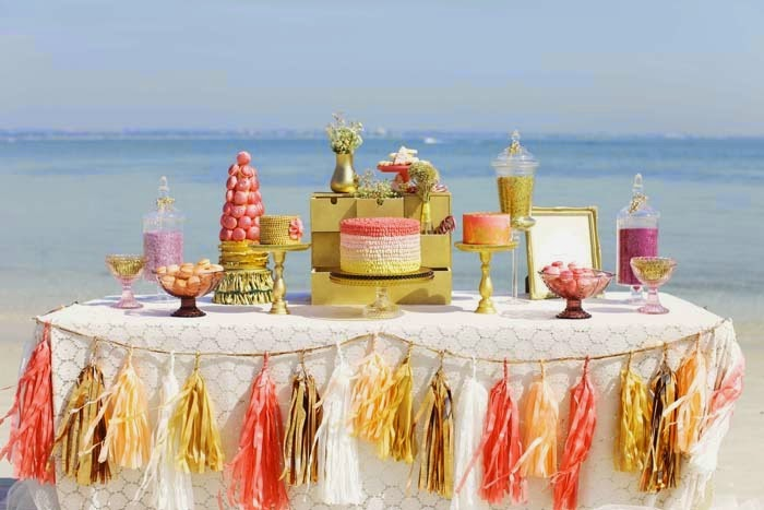 http://blog.styleweddingscabo.com/wp-content/uploads/2012/10/ombre-wedding-table-decoration-cabo.jpg