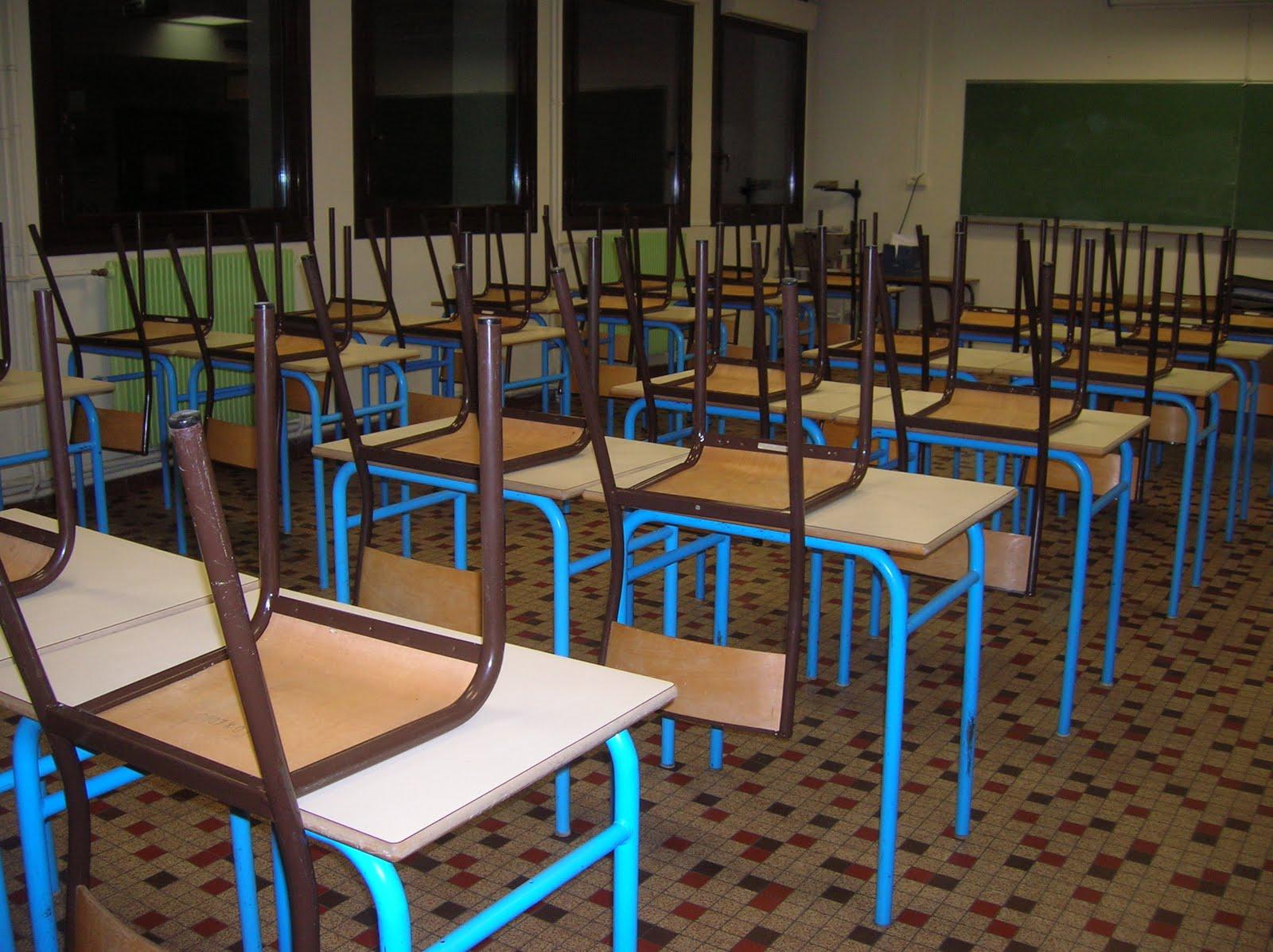 prof story des chaises et des tables. Black Bedroom Furniture Sets. Home Design Ideas