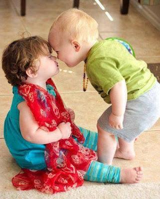 2 bebés cariñosos
