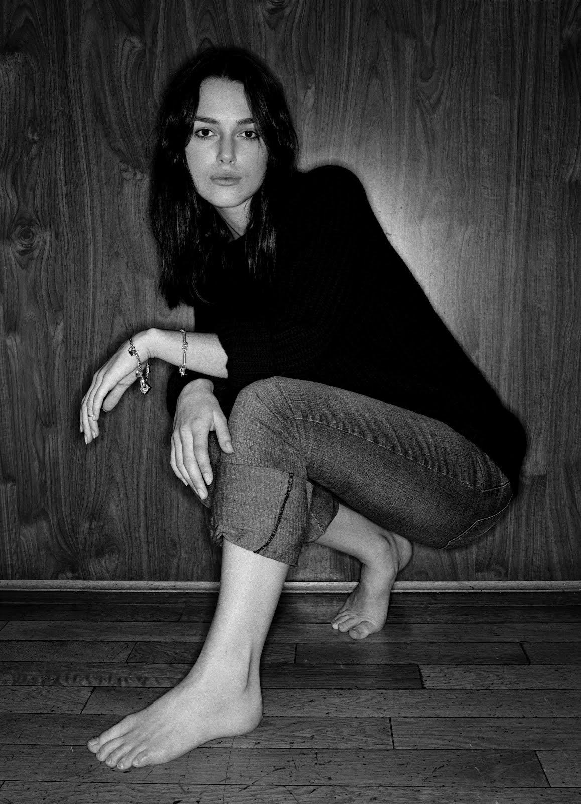 http://2.bp.blogspot.com/-1yKsiPfgzmE/T7j1o16wpGI/AAAAAAAAFGI/V1xIooH9zH4/s1600/Keira-Knightley-Feet-345027.jpg