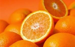 Δείτε έναν τρόπο να ξεφλουδίσετε ένα πορτοκάλι με τρεις κινήσεις !!! VIDEO