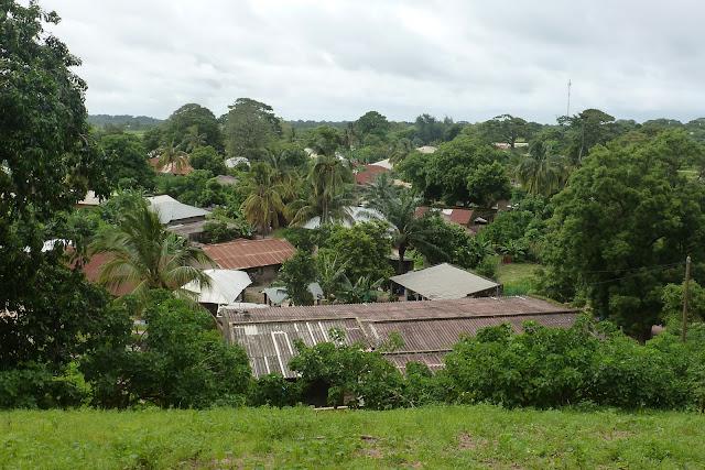 Djembering visto desde una colina y antiguo campement (hoy abandonado)