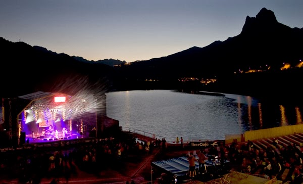 http://www.educaplay.com/es/recursoseducativos/1238718/festivales_musicales_en_espana.htm