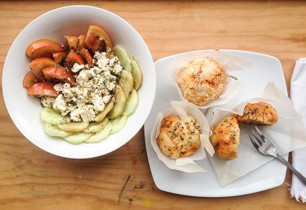 magdalenas de chorizo y ensalada desengrasante