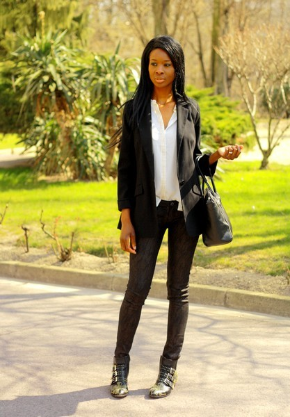 Vos blogs et sites de mode préférés - Page 2 Chloe-susanna-boots-ko-manteau-col-cuir-look-chic-rock-stylesbyassitan-4---