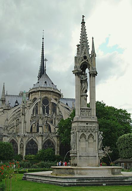 La fontaine de l'Archevêché Paris