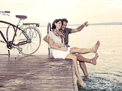 fotos de parejas sentados