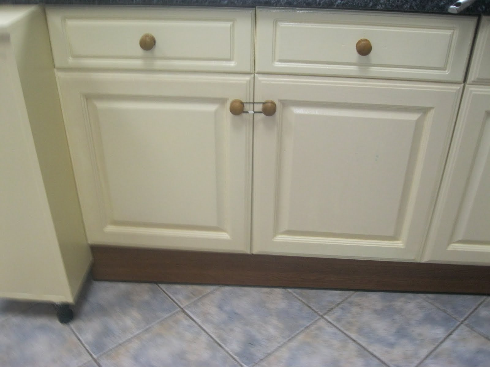 Hand painted kitchen cabinets in woodthorpe how to use for Kitchen cupboard doors