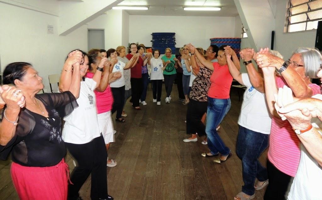 Aula de Dança Sênior: promoção da saúde e do convívio social