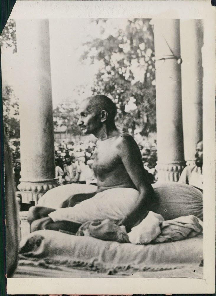 Mahatma Gandhi Addresses Crowds in Jamshedpur - 1925