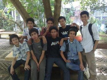bersama teman-teman