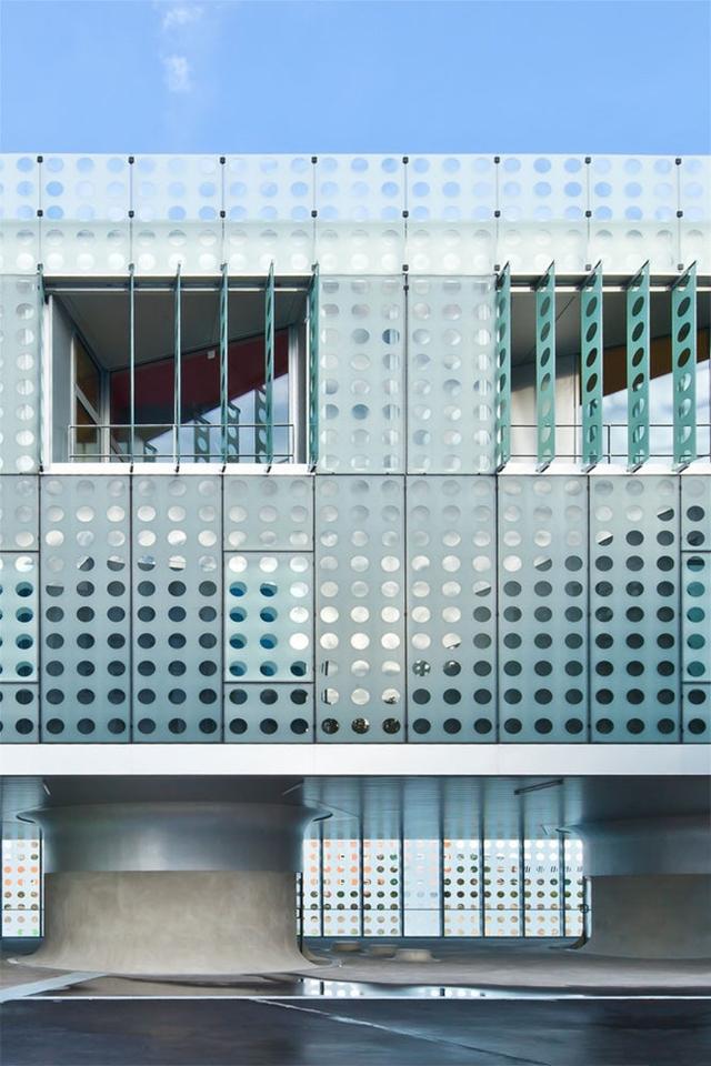 Photo of the facade with windows open