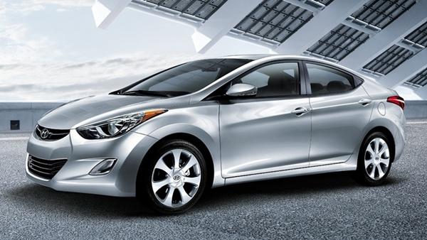 a car Hyundai Elantra 2014