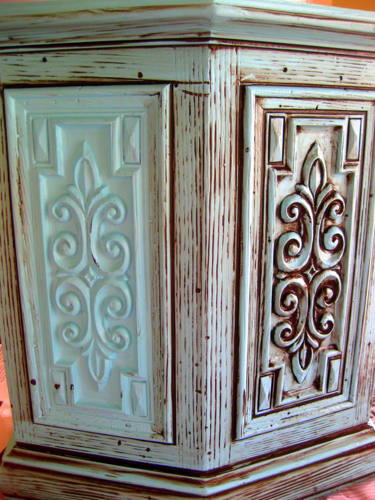 The glaze really makes the blue color look even better! - DIY Glazing And Antiquing Furniture Tutorial Reality Daydream