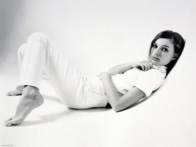 Natalie Portman Latest Bikini Wallpaper