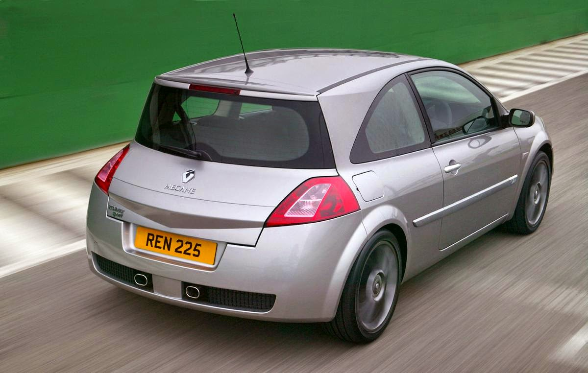 Renault Megane 225 Sport driving rear angle