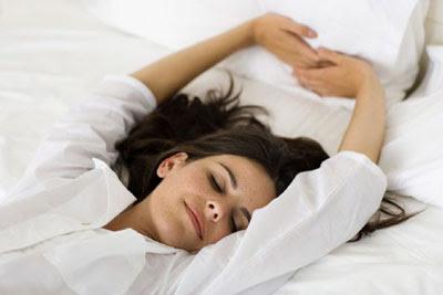 Dormir é tão bom que me admira ainda ser de graça.