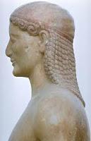 la aparicion del kuros y la kore. esculturas griegas. la escultura en grecia. el arte en grecia. historia de grecia