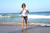 Actress Poonam Kaur latest Hot Photos at Beach-thumbnail-6