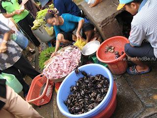 Морепродукты в Phsar Thmei - центральный рынок в Пномпене, Камбоджа Есть и быть www.EatAndBe.ru