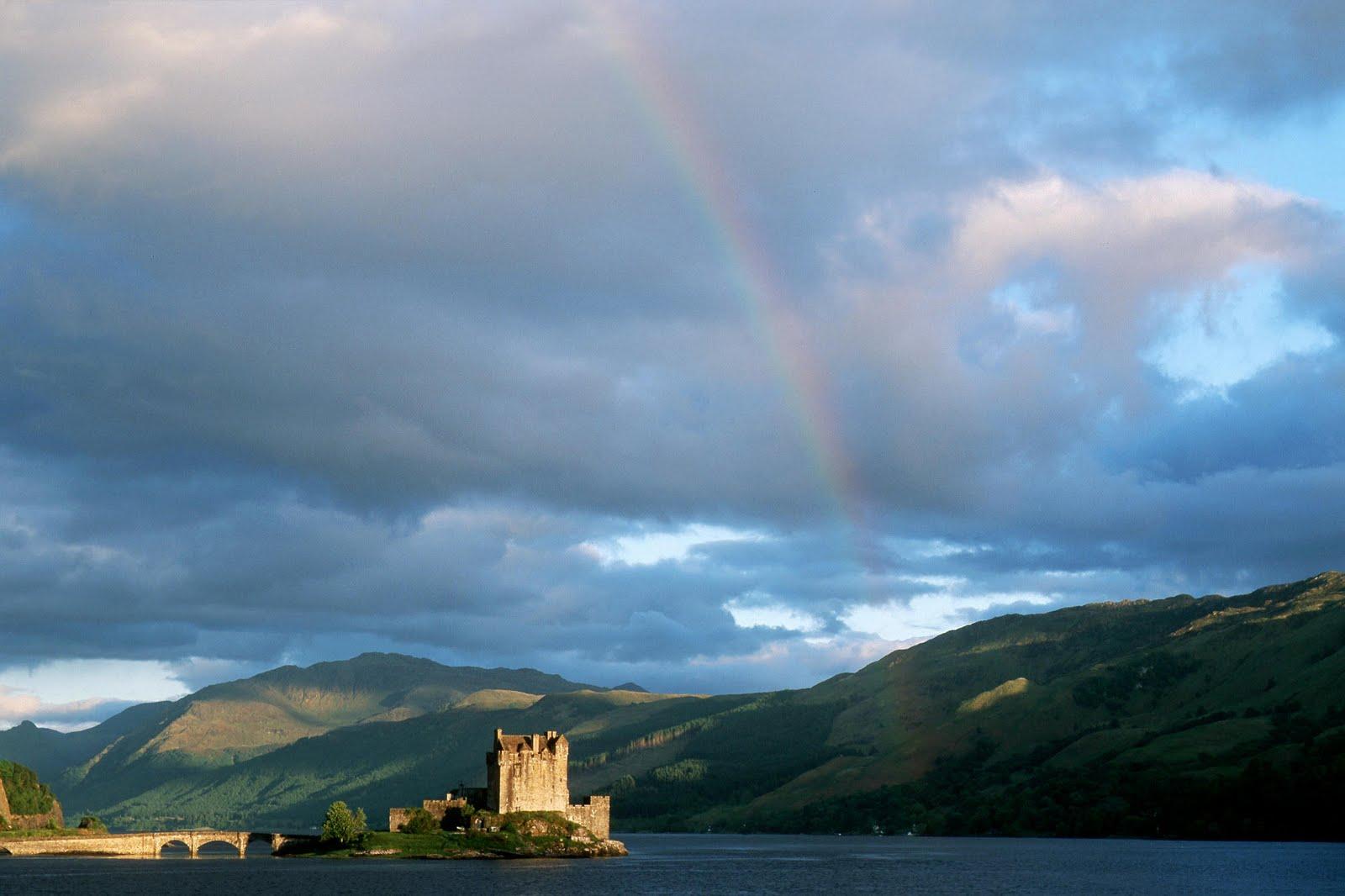 http://2.bp.blogspot.com/-21RwtQmwtII/Td0J_G78S5I/AAAAAAAACcA/e30oKFGt_2w/s1600/Rainbow+Above+Eilean+Donan+Castle%252C+Highlands%252C+Scotland_CourtesyWallpapers.com.jpeg