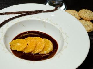 Clémentines confites à la vanille,sauce chocolat