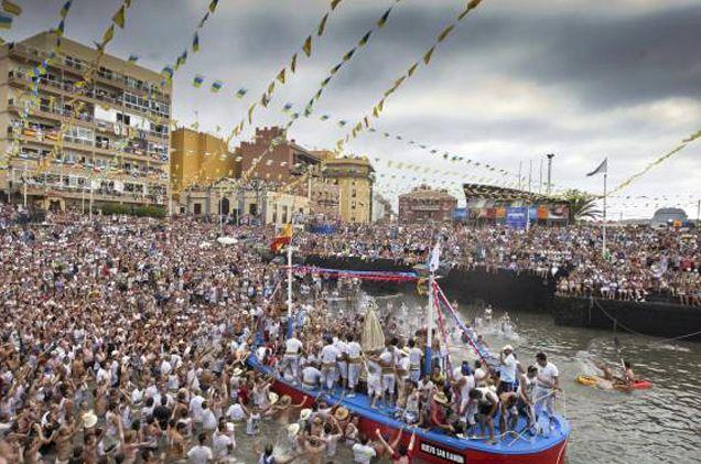 Embarcación de la Virgen del Carmen Puerto de la Cruz 2013