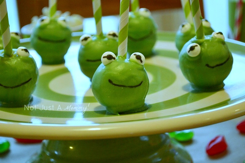 Kiss Me I'm Green Kermit The Frog Valentine's Day/St. Patrick's Day party cake pops