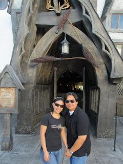 Wizarding World of Harry Potter Three Broomsticks