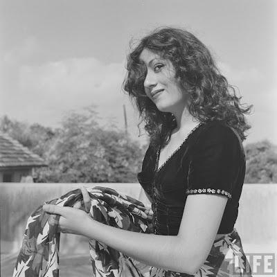 http://2.bp.blogspot.com/-22t8WsYHtvk/UUbcpF1NooI/AAAAAAAAEDY/2mx-YZBcYI8/s1600/actress-madhubala-rare-photos+(32).jpg