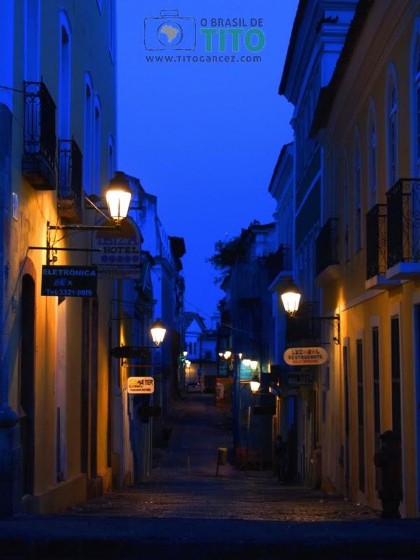 Estreita rua do Centro Histórico de Salvador, na Bahia - Por Tito Garcez em 2012