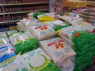 Vietnamitas sacos de arroz