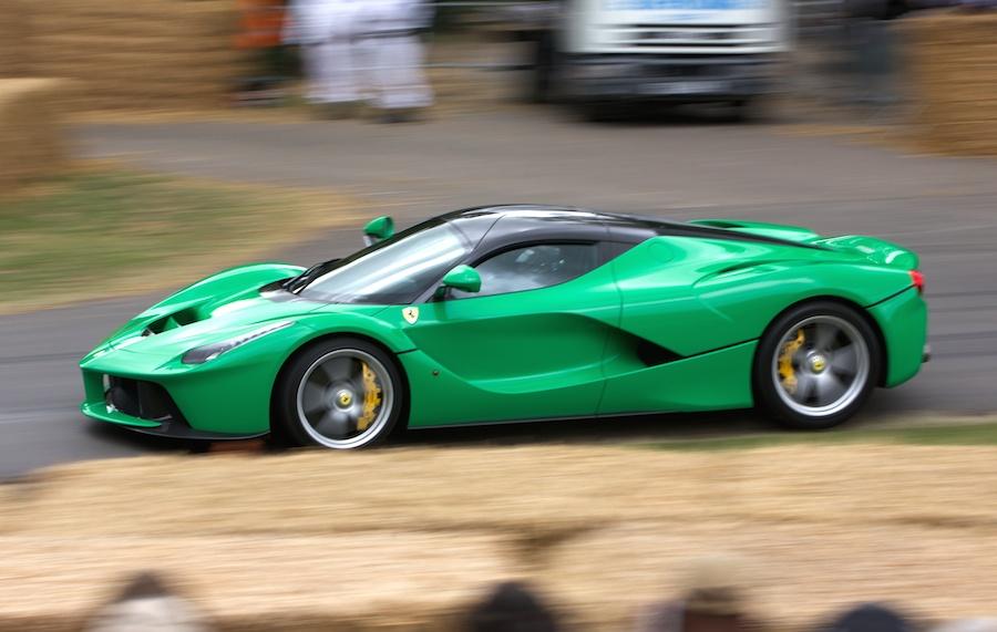 「ジャミロクワイ」のジェイ・ケイが所有するグリーンの「ラ フェラーリ」を公開!