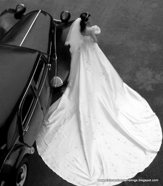 black and white photo of a bride in Saigon. camera used: Panasonic Lumix FZ35