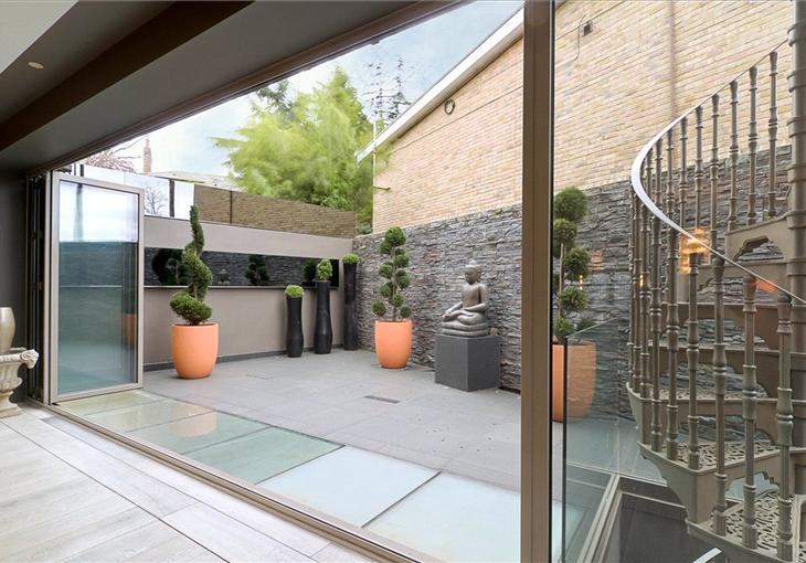 Casas minimalistas y modernas patios modernos for Patios modernos