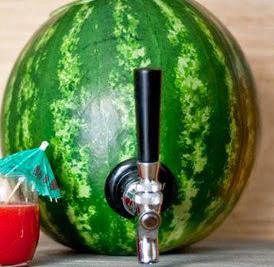 http://www.manualidadeson.com/dispensador-de-bebidas-con-una-sandia.html