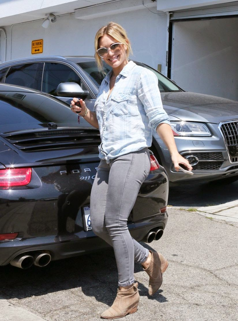 Hilary Duff Highlights Her Shapely Legs in Skintight Jeans
