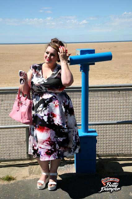 UK plus size blogger