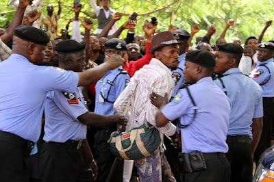 fans of nnamdi kanu at abuja court