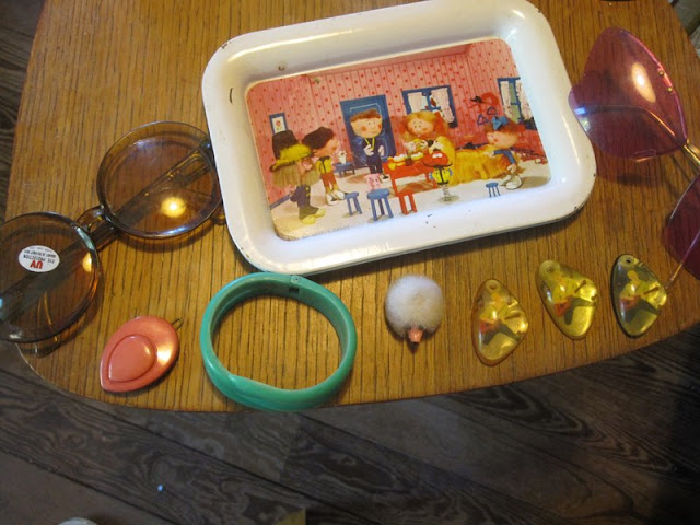 60s and 70d brooch , glasses , bracelet , barrette , The Magic Roundabout plate le manege enchanté 1960 1970 70s 60s
