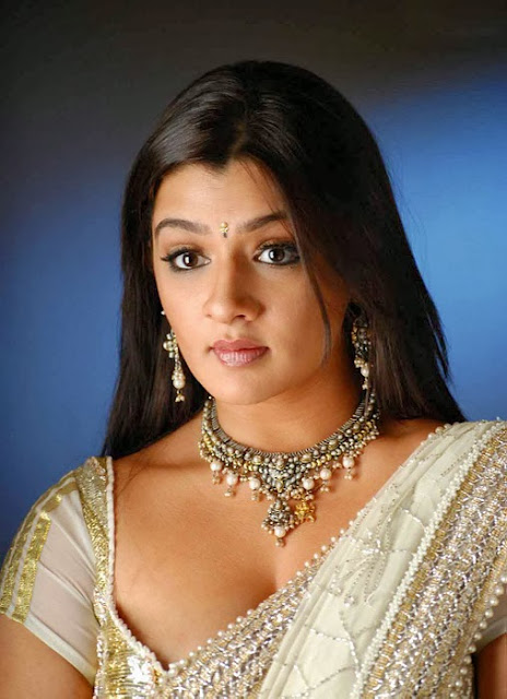 Aarthi Agarwal In White Sare