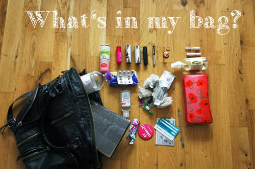 Blogger Tags what's in my bag Tasche Urban Outfitters Journalistin Follow me around